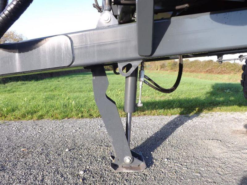Béquille hydraulique intégrée sur flèche à suspension hydraulique
