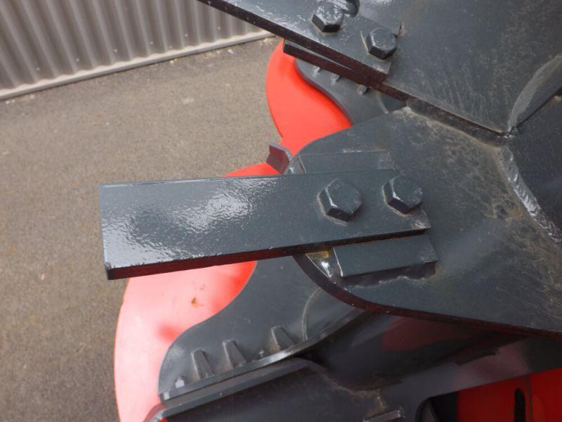 Couteaux en acier traité et bridés sur spires d'hérissons verticaux