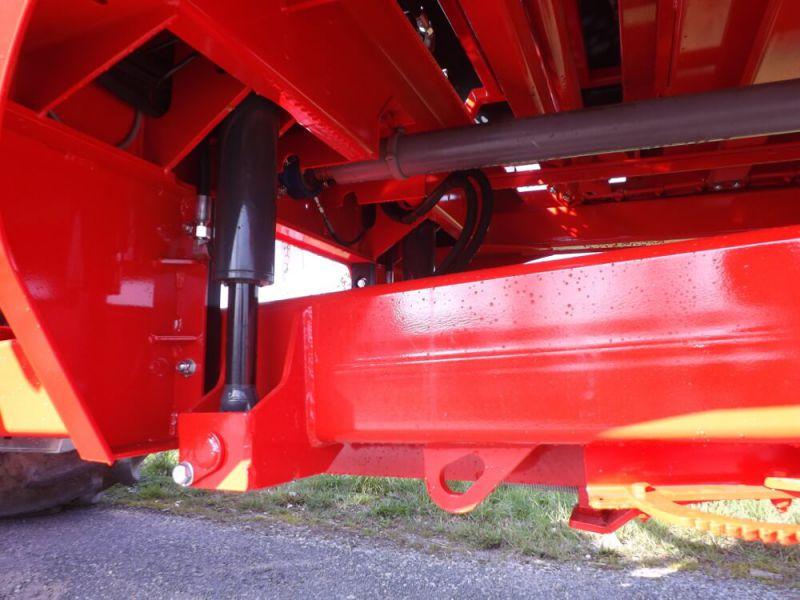 Flèche à suspension hydraulique avec béquille hydraulique intégrée sur MARAL