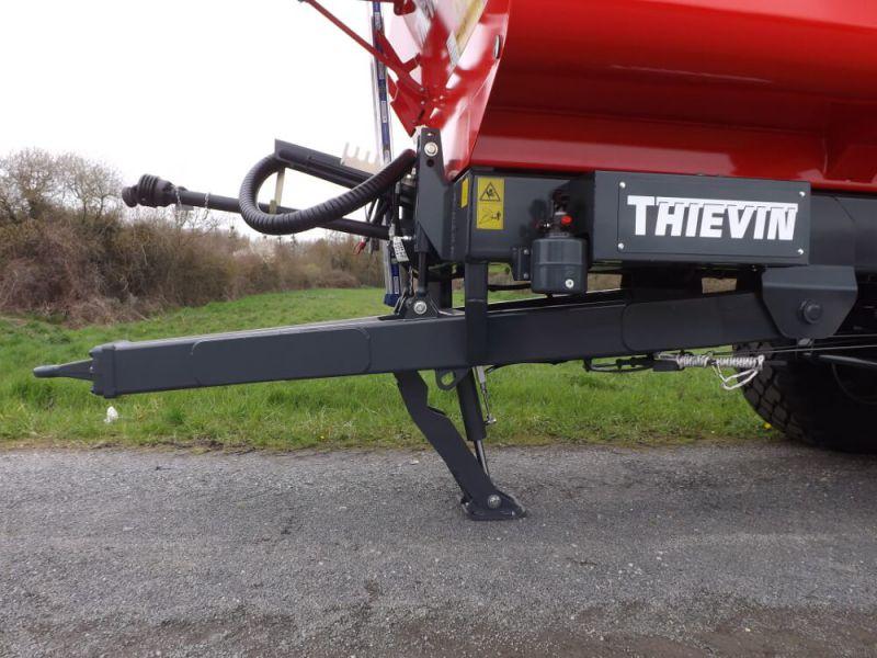 Flèche à suspension hydraulique avec béquille hydraulique intégrée
