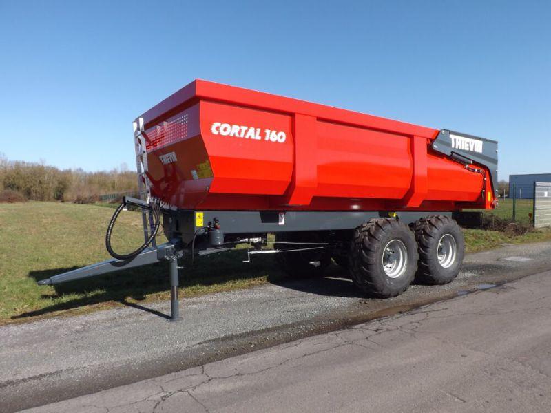 Vue 3/4 avant remorque agricole Cortal 160-62 avec caisse 1 200 mm