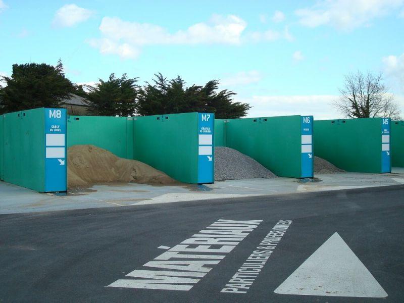 Murs métalliques en enfilade