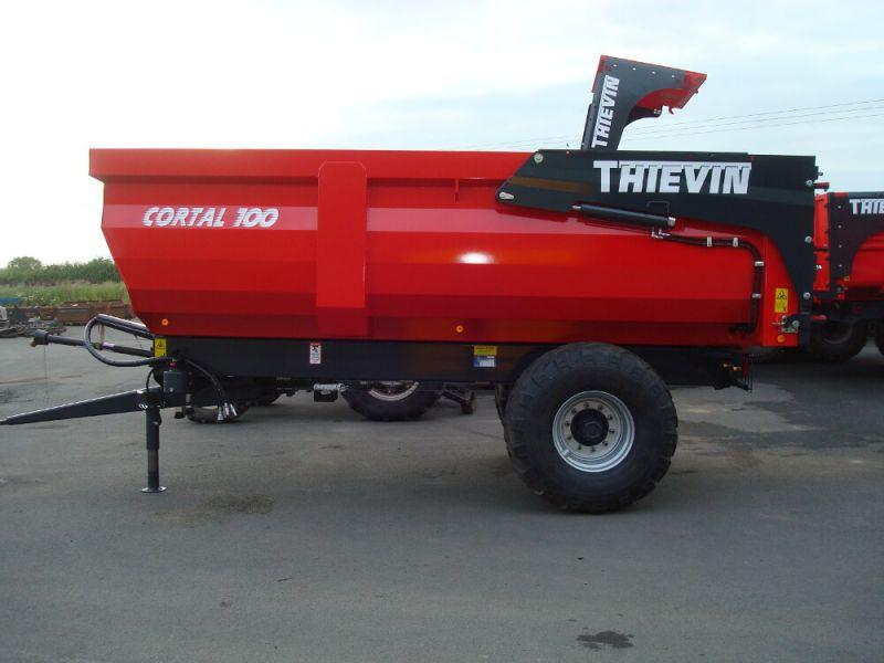 Vue côté remorque agricole Cortal 100-45 caisse 1 500 mm